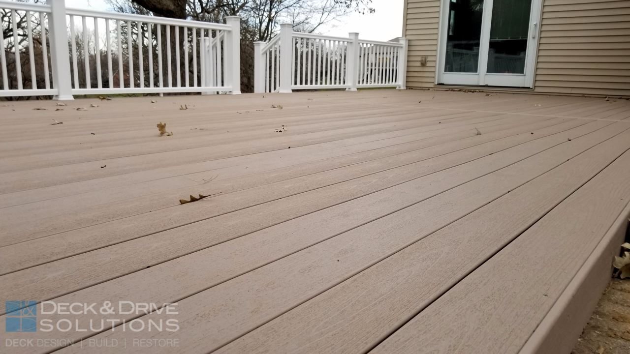 Timbertech Sandy Birch With White Timbertech Rail Des