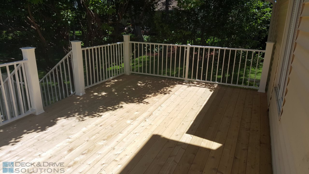New Cedar With White Westbury Railing Des Moines Deck