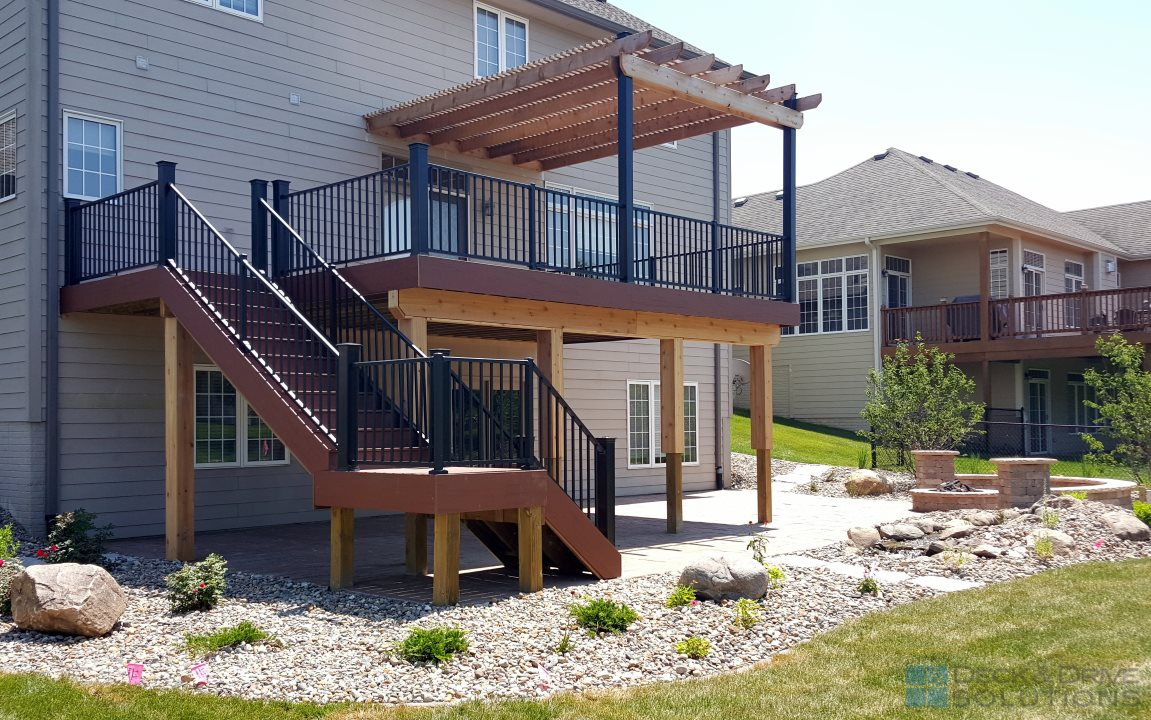 Timbertech Rosewood Deck With Pergola Des Moines Deck